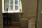 http://sylt-ferienhaus-ferienwohnung.de/wp-content/uploads/2013/08/ferienhaus-rantum-haus-gur-dai-schlafzimmer-2.jpg