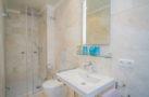 http://sylt-ferienhaus-ferienwohnung.de/wp-content/uploads/2018/05/doppelzimmer-rotkaeppchen-sylt-badezimmer-01.jpg