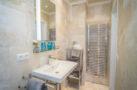 http://sylt-ferienhaus-ferienwohnung.de/wp-content/uploads/2018/05/doppelzimmer-rotkaeppchen-sylt-badezimmer-02.jpg