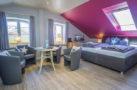 http://sylt-ferienhaus-ferienwohnung.de/wp-content/uploads/2018/05/familienzimmer-frau-holle-sylt-ansicht-01.jpg