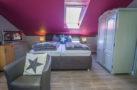 http://sylt-ferienhaus-ferienwohnung.de/wp-content/uploads/2018/05/familienzimmer-frau-holle-sylt-ansicht-02.jpg