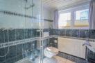 http://sylt-ferienhaus-ferienwohnung.de/wp-content/uploads/2018/05/familienzimmer-frau-holle-sylt-badezimmer-01.jpg