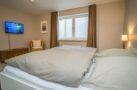 http://sylt-ferienhaus-ferienwohnung.de/wp-content/uploads/2018/05/fewo-meeresleuchten-sylt-schlafzimmer-2.jpg