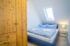 http://sylt-ferienhaus-ferienwohnung.de/wp-content/uploads/2018/05/fewo-wildrose-og-sylt-schlafraum.jpg