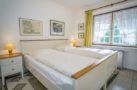 http://sylt-ferienhaus-ferienwohnung.de/wp-content/uploads/2019/02/ferienwohnung-weisses-kliff-schlafzimmer-01.jpg